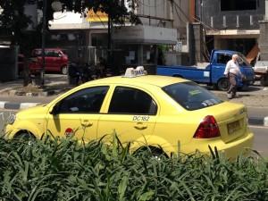 ジャカルタのタクシーTAXIKU(タクシク:「俺/ぼくのタクシー」という意味)、いちおう安全な部類のタクシー