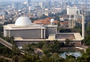 イスティクラル・モスク(ジャカルタ、インドネシア) Creative Commons Wikimedia ; Author/Attribution: Michael J. Lowe