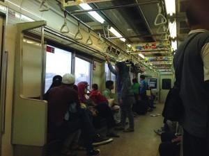 ジャカルタ電車車内:日本の中古車両
